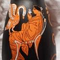 Vörös alakos oinochoé Lédával és a hattyúval, Dekoráció, Képzőművészet, Otthon, lakberendezés, Kerámia, Költözés miatt áron alul eladó!!!!! Az oinochoé kancsóként szolgált az ókori Görögországban. Éppen ..., Meska