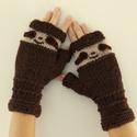 Lajhár kézmelegítő - sloth gloves - kötött barna kézmelegítő lajhár arccal :-) Trend 2019, Ruha, divat, cipő, Állatfelszerelések, Kendő, sál, sapka, kesztyű, Kesztyű, Saját tervem ez a kézzel kötött kézmelegítő, melyen egy lajhár arc mosolyog ránk :-) Az ujjvégeket s..., Meska