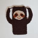 Lajhár - sloth mobile case - horgolt mobiltelefon tok lajhár arccal barna színben. Trend 2019!, Táska, Pénztárca, tok, tárca, Mobiltok, Felül ha megfogod a lajhár hosszú karját és meghúzod kifelé, akkor összehúzza felül a mobil tokot, í..., Meska