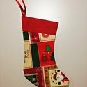 Mikulás csizma, Dekoráció, Ünnepi dekoráció, Karácsonyi, adventi apróságok, Ajándékzsák, Varrás, Felakasztható Mikulás csizma zöld-bordó karácsonyi mintás bútorvászonból, piros szegéllyel, natúr s..., Meska