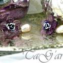 Szirom  (fülbevaló), Ékszer, Fülbevaló, Ezüst-lila-gyöngy.  Bedugós fülbevaló, melyet lila virágkehelyből, fehéres kopottra festett ..., Meska