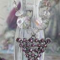 Porcelán levendula..  nyaklánc, Ékszer, Nyaklánc, Ezüst színű nyaklánc. Kristályokkal díszített háromszög alakú a medál, mely rózsaszín- fehér virágos..., Meska