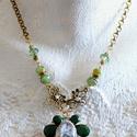 Esperanza... (nyaklánc), Ékszer, Nyaklánc, Arany színű statement zöldekkel. A medál óriás lepke,  melyre üveglencsét ültettem, zsinór fogja köz..., Meska