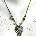 Amábel   nyakék, Szépséges nyakék bronz medállal, kristályokka...