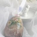 Törött tojás  (húsvéti, tavaszi  dekoráció), Dekoráció, Húsvéti díszek, Otthon, lakberendezés, Dísz, 12 -13cm-es découpage technikával díszített, különleges tojás alakú dísz.  Keményítővel és papírral ..., Meska
