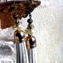 Rojtok fülbevaló, Ékszer, Fülbevaló, Bronz - arany színű, lógós fazonú franciakapcsos fülbevaló. Akril virágkehely, gyöngykupak,..., Meska
