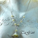 Vanília (nyaklánc), Ékszer, Nyaklánc, Ezüst színű nyaklánc,  gyönyörűséges selyem rózsával. Vajszínű akril gyöngyök és fém..., Meska