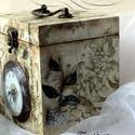 Barokk hortenzia (óra és doboz egyben), Otthon, lakberendezés, Tárolóeszköz, Falióra, óra, Álló téglalap alakú doboz mely órát kapott elejére. Méretei: magassága 170 mm, szélessége..., Meska