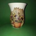 Őszt idéző tökös váza , Dekoráció, Otthon, lakberendezés, Dísz, Kaspó, virágtartó, váza, korsó, cserép, 18,5 cm magas üvegváza  Az üveg vázát le alapoztam ,majd dekupázsoltam szalvétával ezután a..., Meska