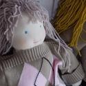 lány baba, kislány textilbaba, rongybaba, textiljáték, Játék, Baba játék, Plüssállat, rongyjáték, Baba-és bábkészítés, kb 38 cm magas kislány baba A baba vatelinnel tömött puha rugalmas pamutból készült. Haja horgolt a..., Meska