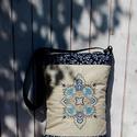 Aylin- hímzett táska bézs, kékfestő, kék, ethno, Táska, Válltáska, oldaltáska, Laptoptáska, Gépi hímzéssel díszített táska. Mérete: kb a/4, puha, vatelinnel, bélelt három rétegű, kérésre ponto..., Meska