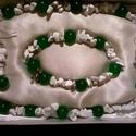 Zöld Jáde-Howlit ékszerszet a fogyni vágyóknak, Ékszer, Ékszerszett, Nyaklánc, Fülbevaló, Gyöngyfűzés, Féldrágakő szet, zöld jáde és howlit drágakövekből, nyaklánc, karkötő és fülbevaló.  A lánc 44 cm, ..., Meska