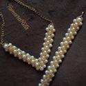 Fehér-arany színű gyöngy nyaklánc és karkötő szettben, Ékszer, Ékszerszett, Karkötő, Nyaklánc, Üvegteklából és cseh kásagyöngyből készült nyaklánc és karkötő szettben. Aranyozott alk..., Meska