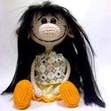 Horgolt nagy orrú baba, fekete hajjal, Játék, Baba játék, Játékfigura, Horgolás, Amélie egy igazán barátságos, mindig vidám hölgy. Nagyon szereti, ha foglalkoznak vele, mindenhova ..., Meska
