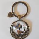 Üveglencsés kulcstartó pici szívecskével, Ékszer, Különleges fém alappal készült ez az üveglencsés kulcstartó, melyet egy pici szívecske fity..., Meska