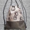 Metál szürke Mirabelle Gym Bag, Táska, Hátizsák, Varrás, Ezt a hátizsákot lányoknak ajánlom. Metál szürke textilbőrből és Santoro vászonból készült. Bélése ..., Meska