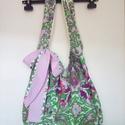 Virágos, nyári divatos női vászon táska, Anyák napja, Táska, Válltáska, oldaltáska, Csak egy darabot készítettem a zöld, lila, fehér, és piros színű virágos vászontáskából. Egyik fülén..., Meska