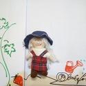 Kis Kertészlányka , Játék, Játékfigura, A kis Kertészlány picinyke, csupán 10 centiméterre nőtt.  Kockás kis ruhát, és farmerkalapot visel. ..., Meska
