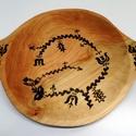Népmesés fatányér (nagy), Dekoráció, Magyar motívumokkal, Konyhafelszerelés, Kenyértartó, Ez a nép motívummal díszített fatál szép dísze lehet egy terített asztalnak! Kínálhatsz benne kenyer..., Meska