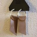 Bőr fülbevaló, Ékszer, Fülbevaló, Saját tervezésű bőr fülbevalók Szép minőségi ezüstözött illetve antikolt  színű fémke..., Meska