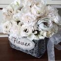 Romantikus virágkosár, Otthon & lakás, Dekoráció, Lakberendezés, Asztaldísz, Virágkötés, Különféle selyemvirágok felhasználásával készítettem a virágkosarat beige,vanília és barack színekb..., Meska
