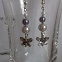 Pillangós fülbevaló, Ékszer, Fülbevaló, Fehér, ezüst gyöngyök mellett egy kicsi pillangós fülbevaló., Meska