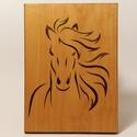 Falikép - lovas, Otthon & Lakás, Dekoráció, Famegmunkálás, Intarzia technikával készült lovas falikép akasztóval. Méretei: 13,5x18x1 cm, Meska