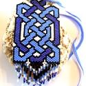 Kékbe fonódva kérésre karkötővel, Ékszer, Ruha, divat, cipő, Medál, Nyaklánc, Ékszerkészítés, Gyöngyfűzés, Hófehér, telt fekete, világos és közép kék színek felhasználásával fűztem meg ezt az egyedi, hangsú..., Meska