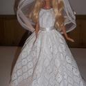 Barbie esküvői ruha, Baba-mama-gyerek, Esküvő, Menyasszonyi ruha, Virágkötés, Varrás, csipke és vászon kombinációja ez a ruha. Alsószoknya alatta. egyedi készítésű szatén rózsa csokor f..., Meska
