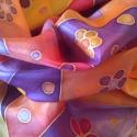 Lila-narancs virágok selyemkendő, Ruha, divat, cipő, Női ruha, Selyemfestés, 90x90cm 100% kézzel festett selyemkendő. A lilák és narancsok játéka, virágokkal, pillangókkal. Iga..., Meska