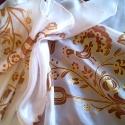 Rábaközi mintával festett selyemsál, Magyar motívumokkal, Ruha, divat, cipő, Női ruha, Selyemfestés, 40x150 cm 100% selyem sál. A sál mintáját a gazdag Rábaközi hímzés motívumvilágából válogattam, fűz..., Meska