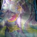 Levegő-pillangó selyemsál, Ruha, divat, cipő, Női ruha, Kendő, sál, sapka, kesztyű, Kendő, Selyemfestés, 40x150cm méretű kézzel festett selyem sál. Könnyed, légies mintával, játékos pillangókkal. Lehet el..., Meska