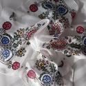 Sárközi hímzés mintás selyemkendő, Ruha, divat, cipő, Magyar motívumokkal, Női ruha, Kendő, sál, sapka, kesztyű, 55x55 cm 100% kézzel festett selyemkendő, sárközi mintával. Kellemes, színes, puha kiegészít..., Meska