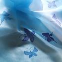 Kék pillangók selyemkendő, Ruha, divat, cipő, Női ruha, Kendő, sál, sapka, kesztyű, 55x55 cm kézzel festett 100% selyemkendő. Kék árnyalatos háttérben úszó kék pillangós kis ..., Meska