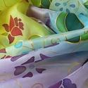 Nyári virágok kézzel festett selyemsál, Ruha, divat, cipő, Női ruha, Kendő, sál, sapka, kesztyű, Kendő, Selyemfestés, 35x130cm méretű kézzel festett selyem sál. Könnyed, vidám mintával, játékos virágokkal. Kéz-meleg v..., Meska