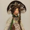 Idős hölgy zöld ruhában textil baba, Dekoráció, Otthon, lakberendezés, Dísz, Varrás, 40 cm magas textil baba kalapban. Tilda szabásmintát átdolgoztam, magam elképzelése szerint alakíto..., Meska
