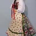 Mezőségi jellegű népviseletes ruhába öltöztetett textil baba, Tilda baba szabásminta alapján, Dekoráció, Otthon, lakberendezés, Dísz, 50 cm magas textil baba állvánnyal. Tilda szabásminta alapján, azt kicsit átdolgozva készítettem, a ..., Meska