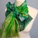 Zöld árnyalataival kézzel festett természetes selyem sál, Ruha, divat, cipő, Női ruha, Kendő, sál, sapka, kesztyű, 45x180 cm kézzel festett 100% természetes selyemsál. A zöld árnyalatok játéka a hosszanti gyűrt mint..., Meska