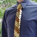 Sárkánypikkely nyakkendő - bronz arany extravagáns férfiaknak, Férfiaknak, Vőlegényes, A nyakkendő fő alapanyagát a speciálisan felületkezelt (bronz és arany színű) alumínium pikkelyek je..., Meska