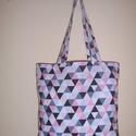 Háromszög mintás táska , Táska, Baba-mama-gyerek, Szatyor, Válltáska, oldaltáska, Varrás, Színes háromszög mintás 100 % vékony vászon anyagból készült ez a táska!   Oldalán és alján dupla v..., Meska