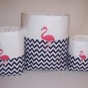 Textiltároló szett flamingó, Baba-mama-gyerek, Otthon, lakberendezés, Gyerekszoba, Tárolóeszköz - gyerekszobába, Varrás, Sötétkék chevron mintás és fehér anyagól készítettem ezt a tároló szettet.  Bélése fehér pamutvászo..., Meska