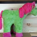 Pihe-puha mesebeli zöld lovacska, Játék, Baba-mama-gyerek, Dekoráció, Plüssállat, rongyjáték, Ez a mesebeli zöld lovacska, bár a valóságban nem fordul elő ilyen merész színekben, a gyerme..., Meska