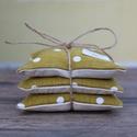 Zöld pöttyös levendula párna, Dekoráció, Esküvő, Otthon, lakberendezés, Mindenmás, Egy csomagban három egyforma levendula párna van. A levendula párnák varrásánál újra hasznos..., Meska