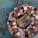 """Burgundi ajtódísz / kopogtató, Dekoráció, Otthon, lakberendezés, Dísz, Ajtódísz, kopogtató, Virágkötés, Természetes szárított termésekből / növényekből készített burgundy árnyalatú kopogtató, középen """"Ho..., Meska"""