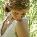 Zsinóros - gyöngyös hajdísz , Esküvő, Hajdísz, ruhadísz, Gyöngyfűzés, Törtfehér zsinórra rádolgozott apró tekla gyöngyök arany dróton. Számtalanféle képpen a frizurába i..., Meska