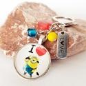 Rajzfilmfigurás táskadísz vagy kulcstartó, Mindenmás, Kulcstartó, Aranyos táskadísz mesefigurás medállal, színes akril- és üveggyöngyökkel, és egy LOVE feli..., Meska
