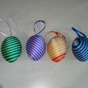 Fonal tojás, Dekoráció, Ünnepi dekoráció, Húsvéti apróságok, Mindenmás, 6 cm-es műanyag tojás alapra ragasztottam himzőfonalat. A szatén szalaggal felakaszthatóak tojásfár..., Meska