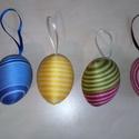 Fonal tojás 2, Dekoráció, Dísz, Ünnepi dekoráció, Húsvéti apróságok, Mindenmás, 6 cm-es műanyag tojás alapra ragasztottam himzőfonalat. A szatén szalaggal felakaszthatóak tojásfár..., Meska