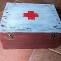 Gyógyszeres doboz, Otthon, lakberendezés, Tárolóeszköz, Doboz, Ez a 27x23x13cm-es doboz gesztenye színűre lett lazúrozva. A fedélen a fehér festés, illetve a piros..., Meska