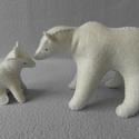 Jegesmedvék, Játék, Baba-mama-gyerek, Játékfigura, Plüssállat, rongyjáték, Varrás, Kicsi hófehér jegesmedvebocs a mamájával.  100 %-os gyapjúfilcből készült, kártolt gyapjúval tömött..., Meska